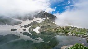 卡拉克染黑吉雷松东部黑海山的湖 图库摄影