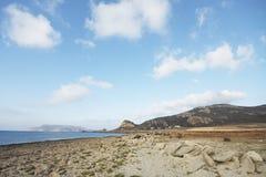 卡拉市Puzzu,在海滩的日落在法维尼亚纳海岛 西西里岛意大利 免版税库存照片