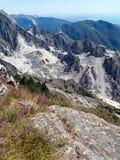 卡拉拉大理石猎物,意大利 垂直的看法与 库存图片