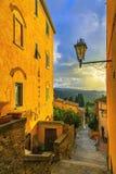 卡斯塔涅托卡尔杜奇老石村庄在Maremma 美丽如画的fl 免版税库存照片