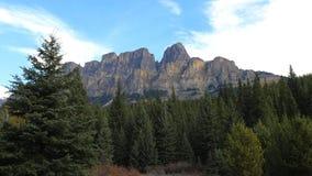 卡斯尔山视图在班夫国家公园,加拿大 免版税图库摄影