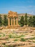 卡斯托尔和波吕克斯神庙废墟寺庙的谷的 阿哥里根托,西西里岛,意大利南部 库存照片