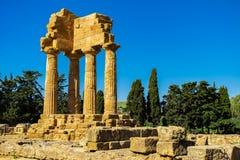 卡斯托尔和波吕克斯神庙废墟寺庙谷的在阿哥里根托,西西里岛 库存照片