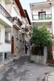 卡斯托里亚,希腊陡峭的胡同  免版税图库摄影
