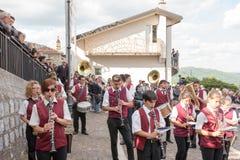 卡斯泰尔萨拉切诺,意大利, 18-06-2017 :La Festa della ` Ndenna, Rito 图库摄影