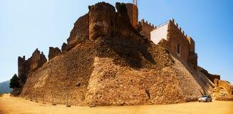 卡斯特尔de Montsoriu看法。卡塔龙尼亚 免版税库存照片
