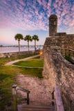 卡斯蒂略在日落的de圣马科斯,在圣奥斯丁,佛罗里达 免版税库存照片