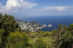 卡普里岛海岛全景从Monte索拉罗的,在阿纳卡普里 免版税库存图片