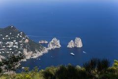卡普里岛海岛全景从Monte索拉罗的,在阿纳卡普里 库存图片