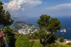 卡普里岛海岛全景从Monte索拉罗的,在阿纳卡普里 库存照片