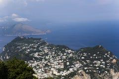 卡普里岛海岛全景从Monte索拉罗的,在阿纳卡普里 免版税图库摄影