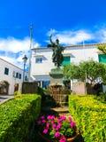 卡普里岛,意大利- 2014年5月04日:在广场翁贝托的雕塑我 免版税图库摄影