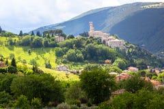 卡梅里诺在五颜六色的领域的意大利马尔什 免版税库存照片