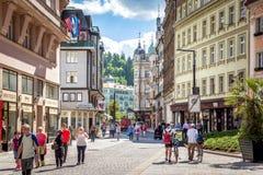 卡洛维变化,捷克- 2017年5月26日:游人走的Al 免版税库存图片