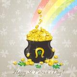 卡片为圣Patricks天,有金黄硬币的罐 免版税库存照片