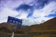 卡片在中国西藏的Rola冰川 免版税图库摄影
