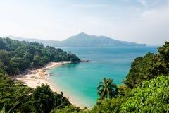 卡玛拉海滩海湾全景在普吉岛 免版税库存图片