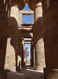 卡纳克神庙寺庙的巨型专栏 免版税库存照片