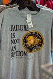 卡纳维尔角,佛罗里达- 2018年8月13日:失败不是选择阿波罗13衬衣在美国航空航天局肯尼迪航天中心 库存照片