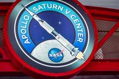 卡纳维尔角,佛罗里达- 2018年8月13日:阿波罗中心的标志在美国航空航天局肯尼迪航天中心 免版税库存图片