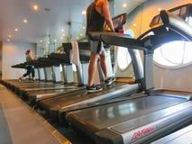 卡纳维尔角,美国- 2018年4月30日:温泉和健身中心在巡航划线员或海的船绿洲 免版税库存照片