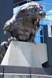卡罗来纳州豹的古铜色雕象 库存图片
