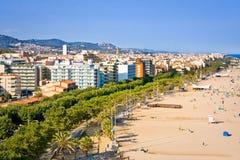 卡莱利亚,西班牙- 2016年7月12日:卡莱利亚海滩和旅馆看法在巴塞罗那,卡塔龙尼亚附近的省,西班牙 库存图片