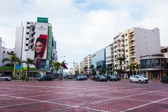 卡萨布兰卡,摩洛哥- 2018年1月11日:大环形交通枢纽的看法在双中心前面的在马里夫卡萨布兰卡 图库摄影
