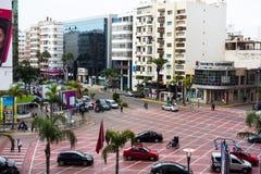 卡萨布兰卡,摩洛哥- 2018年1月11日:大环形交通枢纽的看法在双中心前面的在马里夫卡萨布兰卡 免版税库存图片