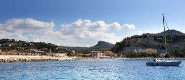 卡西斯海滩和港口在法国海滨 免版税库存照片