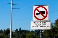 卡车不签署重量极限10,000 gvw标志 库存照片