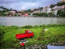 卡车吹入湖 免版税库存照片