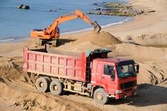 卡车和挖掘机 库存图片