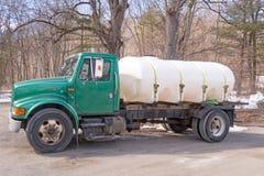 卡车和枫糖容器在床上 免版税库存照片