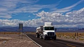 卡车在死亡谷 图库摄影