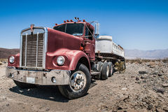 卡车在沙漠 库存图片