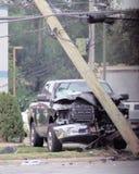 卡车在Bethpage NY去掉电源杆 图库摄影