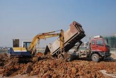 卡车挖土工技巧 库存图片