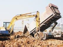 卡车挖土工技巧 免版税图库摄影