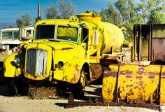 卡车水黄色 免版税库存照片
