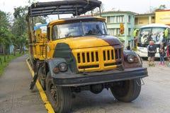 卡车游览在古巴 库存图片
