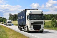 卡车运输在夏天 免版税图库摄影