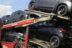 卡车运输新的车 免版税图库摄影