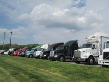 卡车销售停车场 免版税库存图片