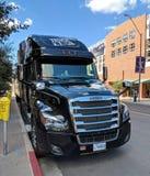 卡车N卷在菲尼斯, AZ 免版税库存照片