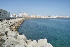 卡迪士堤防全景在西班牙 免版税库存照片