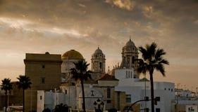 卡迪士大教堂在Paseo园地del苏尔 卡迪士西班牙 免版税图库摄影