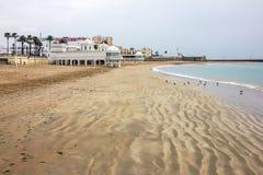 卡迪士沙子海滩海景,西班牙 免版税库存图片