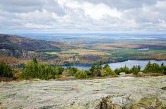 从卡迪拉克山阿科底亚国家公园的看法在秋天 免版税库存图片