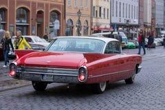 卡迪拉克Coupe de Ville在Fuggerstadt经典之作的老朋友汽车 免版税库存图片